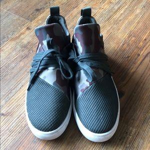 Steve Madden Lancer size 9 Camo shoes